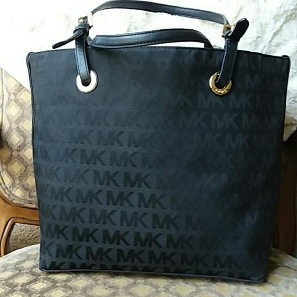 6d3b08192cdac3 Michael Kors Bags | Trade Sapphiretabor Jet Set Black | Poshmark